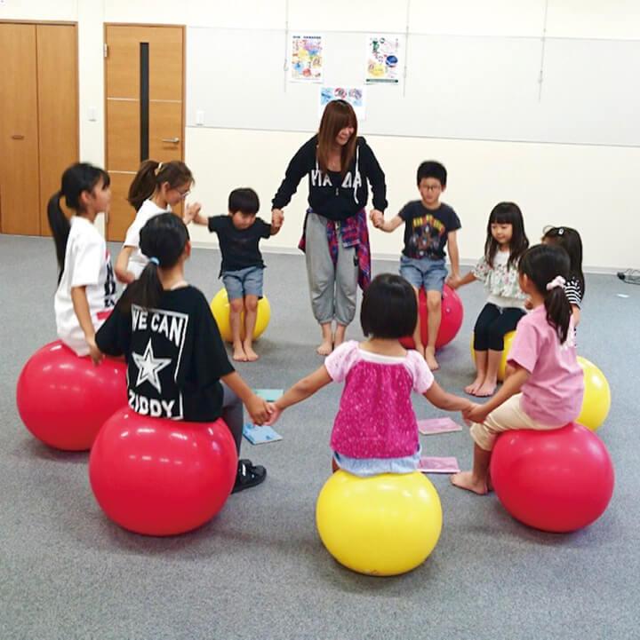 親子で姿勢改善バランスボール